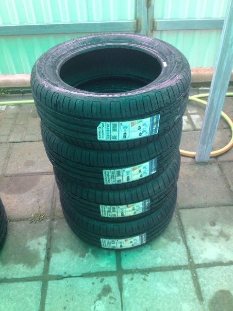 Продам Goodyear EffiicientGrip performance R15 и R16